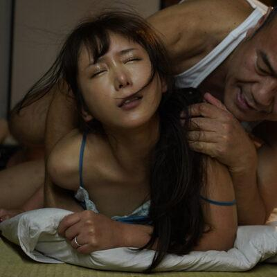 夫が入院中の1週間、元薬剤師の義父のキメキス姦で完堕ちした巨乳妻―媚薬と接吻中毒になったわたし― 我妻里帆-6