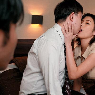 「ねえ、ペニ舐めたい。」コンプライアンスを守れない。いつも冷静な職場の淫乱美人。美乃すずめ-7