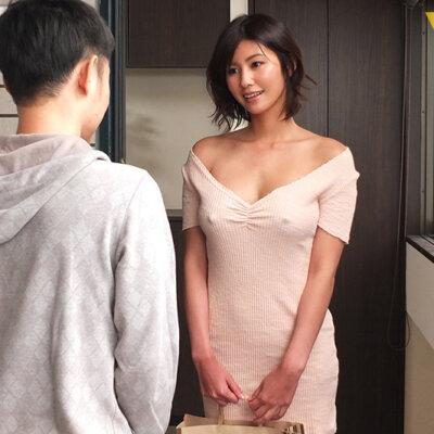 隣の神乳お姉さんは常にノーブラ透け乳首で、彼氏に隠れてこっそり僕を誘惑してくる 美乃すずめ Vol.1-3