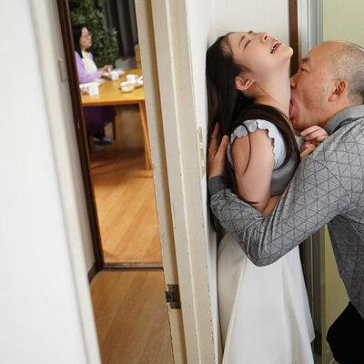 隣に住む大嫌いなオジサンに舐め犯されたオヤジ経験ゼロ女子大生 沙月恵奈 Vol.1-4